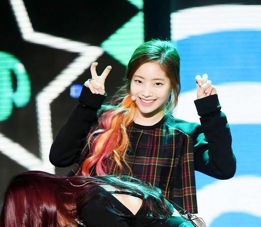 這一點也讓多賢繼前WG成員昭熙、Red Velvet的瑟琪後成為許多單眼皮女孩的模範!女生粉絲快速增加中
