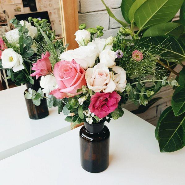 如果想把這些美麗的花插在花瓶里長久地保存的話...