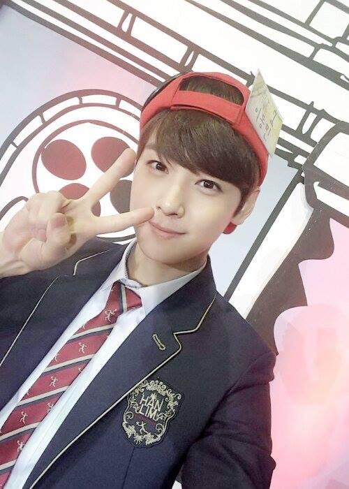 其實是因為他最近上了韓國綜藝節目《GOLDEN BELL》的翰林藝術高中特輯
