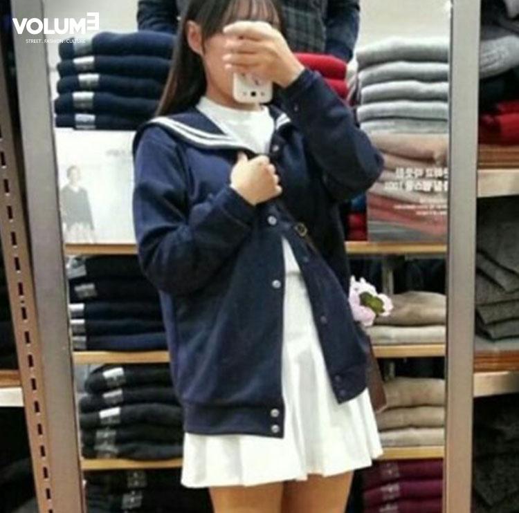 恩?是韓國女團G-Friend嗎~♬ 白色洋裝和水手領的外套搭配起來超級少女,可愛風的女生一定要學起來!