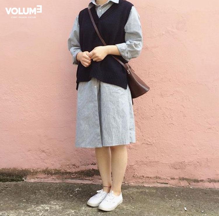 又是一個長板襯衫和針織毛衣的搭配~ 這個則是走一種簡約無印風