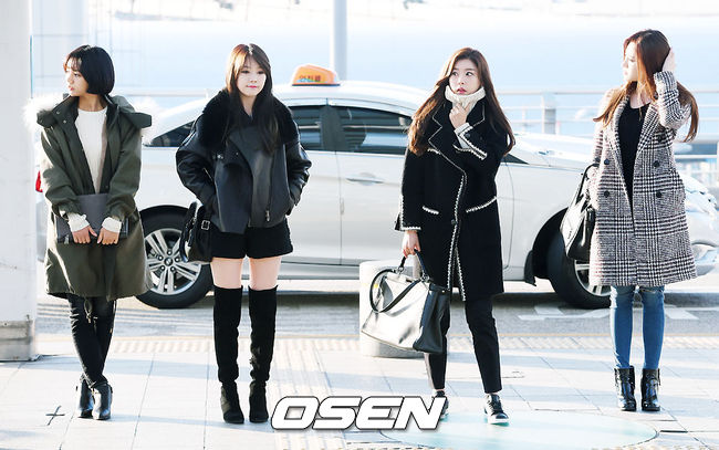左二的Girl's Day珉雅雖然也是全黑,但短褲配上及膝長靴小露了一段大腿~