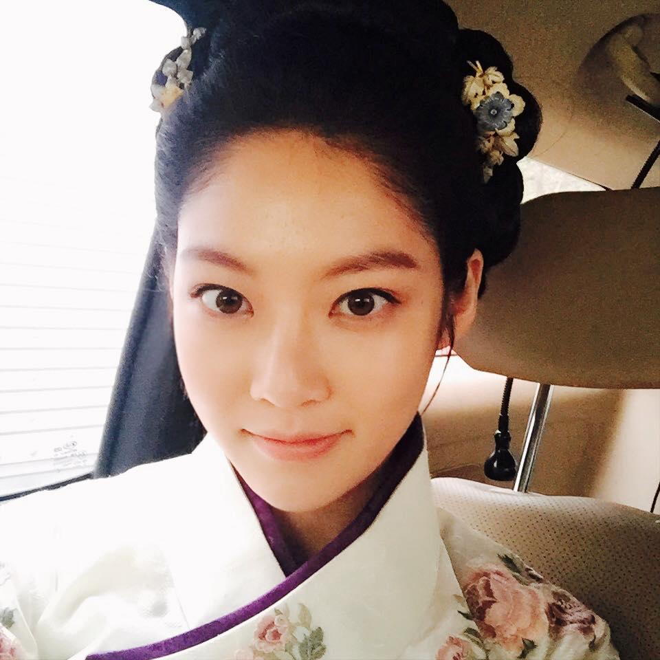從15年年初的《聽見傳聞》中飾演高雅星的姐姐 到年末搭擋15年最HOT的男人劉亞仁演出《六龍飛天》…姐姐的人氣也在快速上升中!