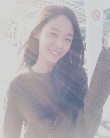 而是她的主持功力被許多韓國觀眾稱讚且喜愛!而且她還是韓國國小學生們的新一代女神喔!說因為她的美貌及氣質跟雪炫很像~小編看到也超驚訝!!