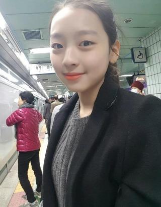 過去曾有被跟蹤的事件,某位網友在韓國某網站上發表了多篇文章及照片…照片的地點是李秀敏的學校,標題和內容如下…