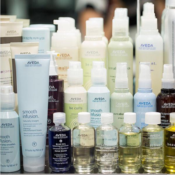 THURSDAY/讓亂糟糟髮起死回生的護髮 花時間從頭皮保養到保濕、光澤、強韌等功效護髮確實完成,頭髮都獲得新生,為了周末的活動開始做足準備!