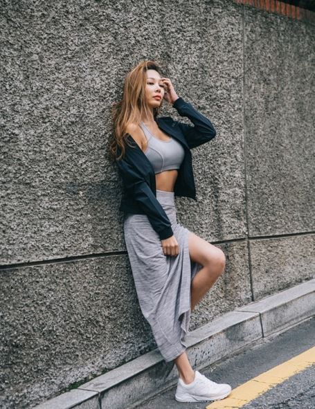 不過其實Jessi前陣子也為MBC電視劇《華麗的誘惑》演唱了OST〈刻印 (각인)〉,在這首抒情歌曲中展現了自己反轉低沉的歌聲,因為版權歌曲無法放上,想聽的可以去youtube搜尋看看呦~