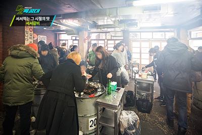 中午12點開始營業,一開店門,就馬上滿客了, 好多慕名而來的客人都是提前先來排隊的。