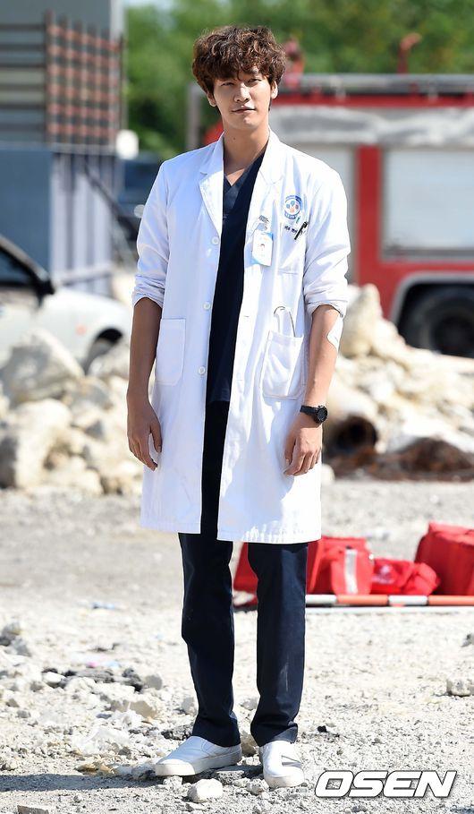 """當時根本拜倒在""""韓醫生""""的白袍下啊,多希望他可以真的跟姊姊在一起 ㅠㅠ"""