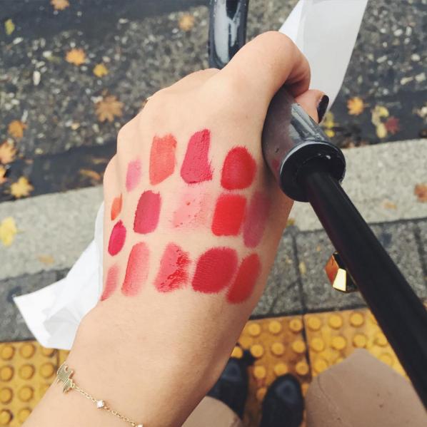 叛亂熊為了替美妞們比較,試遍了韓國各平價化妝品牌推出的唇露,來看看有哪些吧~