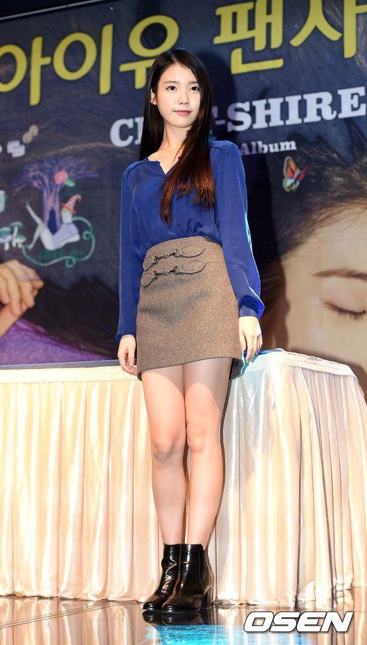 #A字裙 IU在正式場合最常穿搭的單品就是A字裙啦~ 不論春夏秋冬都是一個超級百搭的單品