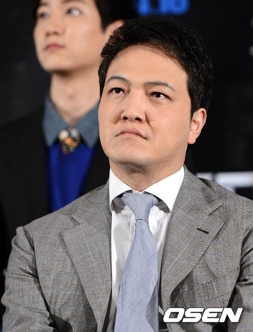 #2. 鄭雄仁 (飾演 閔俊國)       ——SBS《聽見你的聲音》 (現實生活中嚴肅的樣子還是有點可怖的呢:-D)