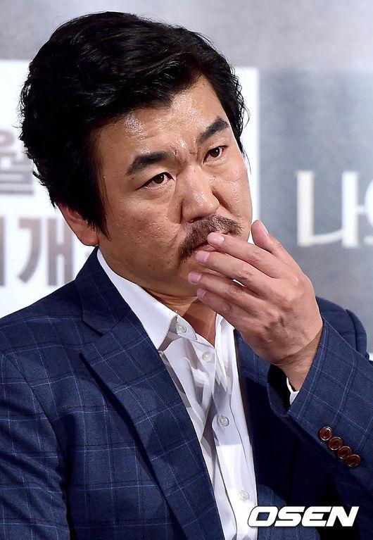 #8. 尹帝文 (飾演 金峰九)       ——MBC《The King 2 Hearts》 (大叔,你是本色演出嗎?XDD)