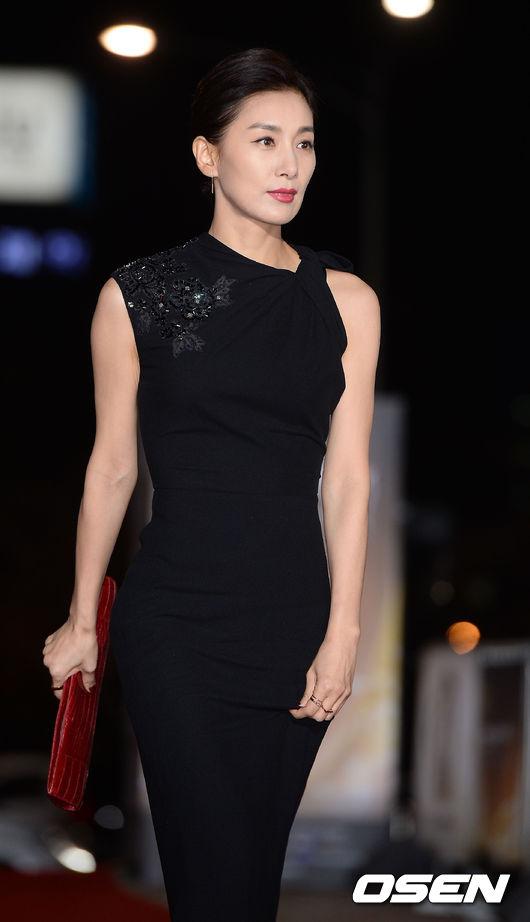 #10. 金瑞亨 (飾演 申艾莉)         ——SBS《妻子的誘惑》 (遙想當年,小編真的殺了她的心都有呢!!可是現實中的她好有氣質唷~)