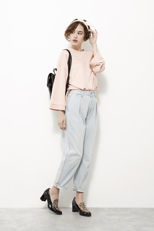選擇超淺的顏色看起來好清爽可愛,上衣就用粉嫩色更提升甜美的感覺♥