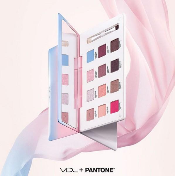 眼影盤的對決,不得不提到現在據說缺貨中的VDL X Pantone系列~~ 之前偽少女也有搶先介紹過,超美的色調與實用的2016重點色,一盤可以抵一年啊!!