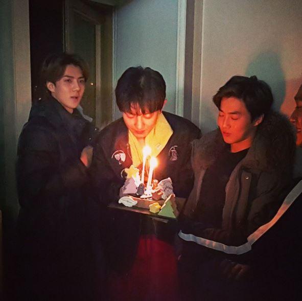 韓男團EXO有一項傳統,就是不論多忙都會幫成員慶祝生日