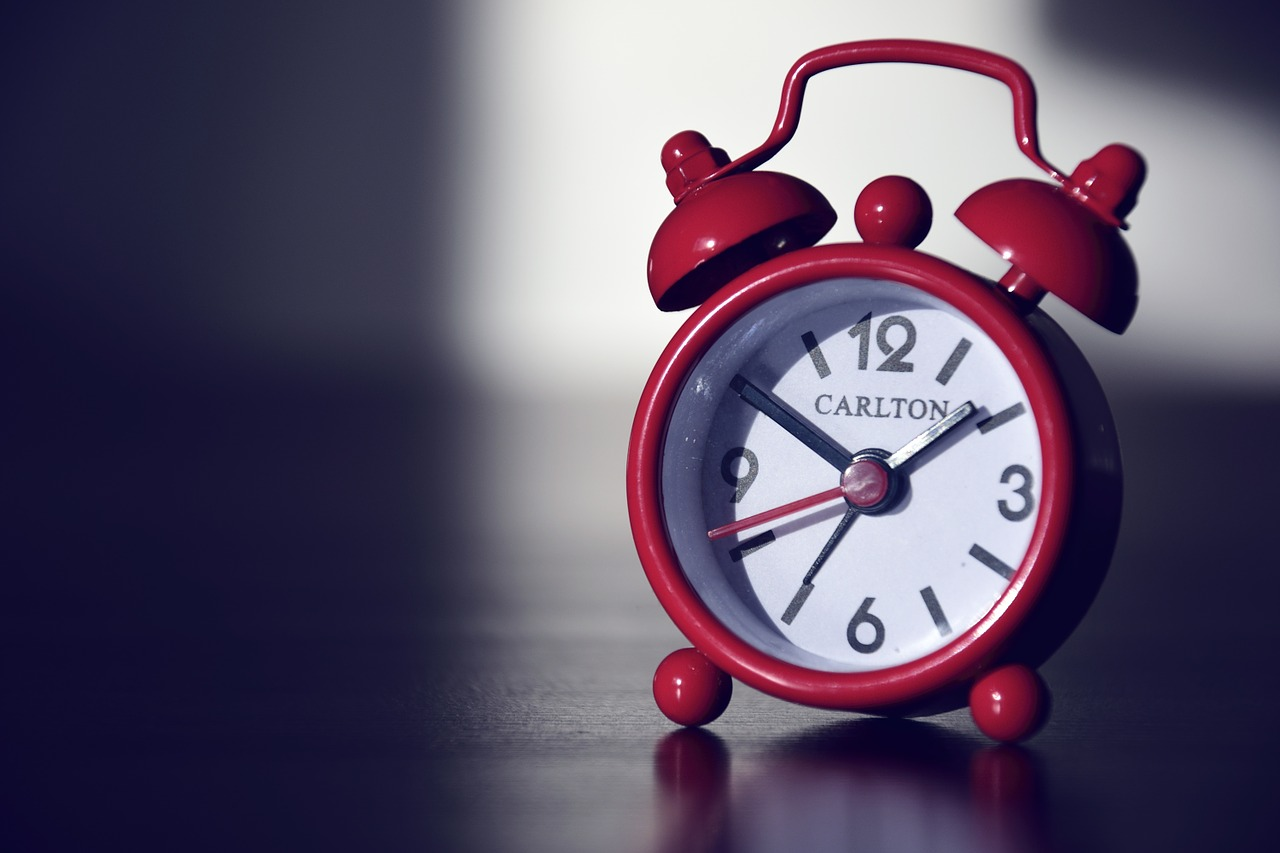 """""""還有人不知道黃金睡眠時間嗎?指的就是22點~深夜2點如此精華的四小時。最好能在這期間呈現熟睡狀態,也有效讓肌膚美容UP!"""""""