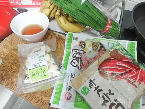 今天會吃又會做,男友力滿分的主角正是防彈少年團的吃貨擔當Jin~ 型男大主廚就是在說今天這個內容啊! 而且眾女友們~不妨參考今天Jin主廚的食譜在家試試看!