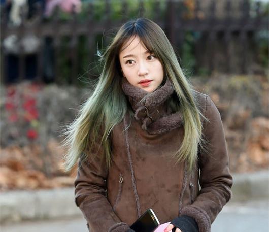 而最近在MBC的綜藝節目《Radio Star》中,哈妮在爆發緋聞後首次公開露面!可能是有心理準備了吧,當主持人一問到緋聞,哈妮一點也不慌張的鎮定回答!