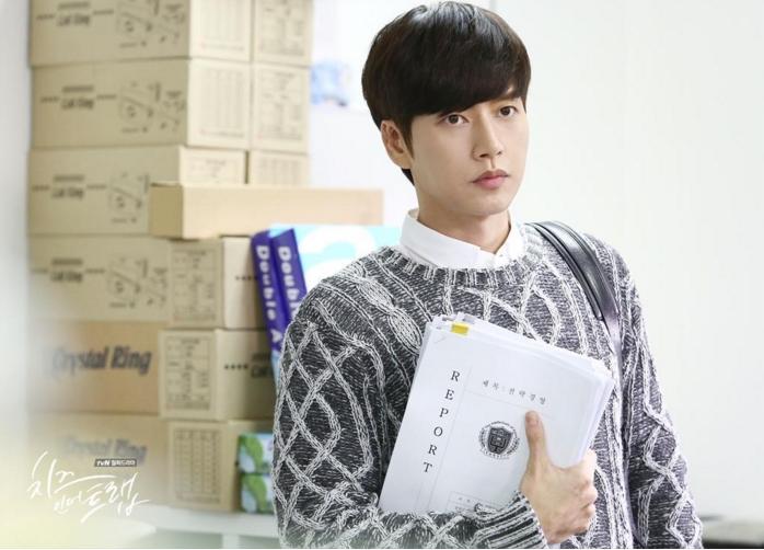 #3:劉正(朴海鎮 飾)  不管是外貌還是課業都很完美的大學學長,雖然有一點神秘和難以猜測的形象,但這樣的完美男卻是韓妞們最新的理想型範本。