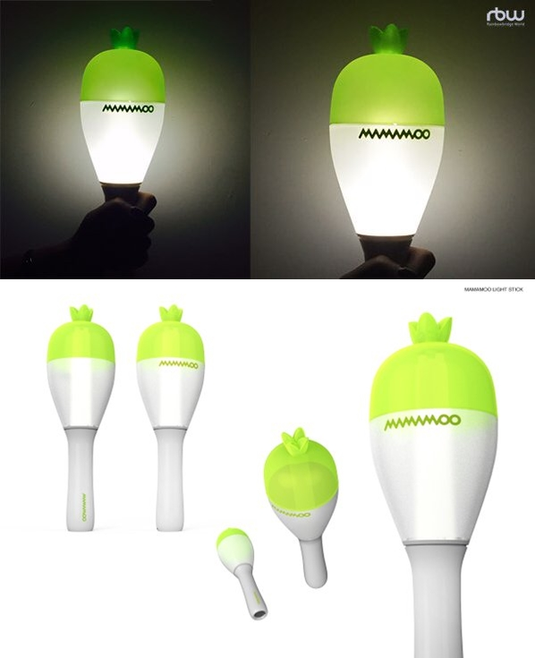 MAMAMOO 的手燈是蘿蔔造型手燈,因為蘿蔔韓文為무(MOO),而她們的官方粉絲名是「MOO MOO」。