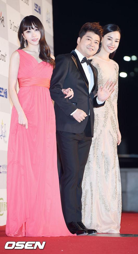 今日主持人全炫茂和哈妮、李荷妮三位共同擔任首爾歌謠大賞主持人