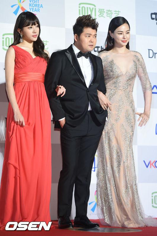 更因當時另一位主持人李荷妮的韓文發音也叫hani 讓全炫茂笑稱自己「左右都是hani」 雖然哈妮可愛的開玩笑說:「可以叫她灑脫哈妮」