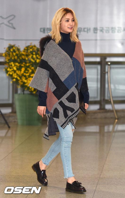 如果你的圍巾夠寬夠長,那就可以直接拿來當披肩斗篷穿了!可保暖、擋風、擋肚子肉(?)