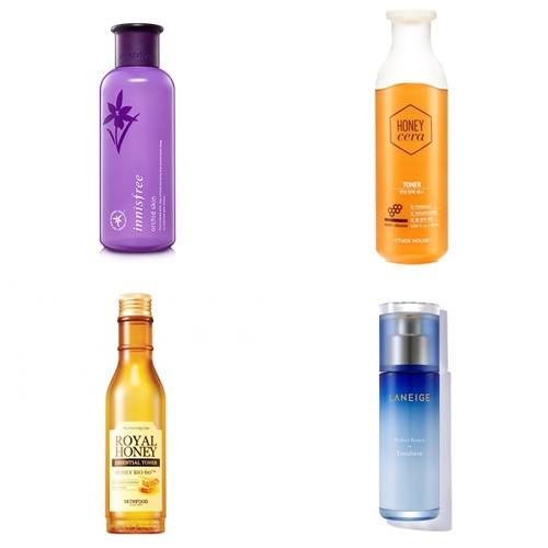 尤其保養的第一步驟─化妝水是非常重要的。先軟化角質,進而幫助乳液&乳霜更有效地吸收。選擇適合自己膚質、好吸收的保濕化妝水是打造水嫩肌的首先工作,大家一定要記起來喔~