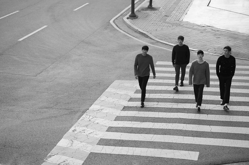 像是去年4人美聲團體2AM,其實也是4個人走了3個,僅有趙權一人留在JYP娛樂,經紀公司也不敢說他們「解散」~