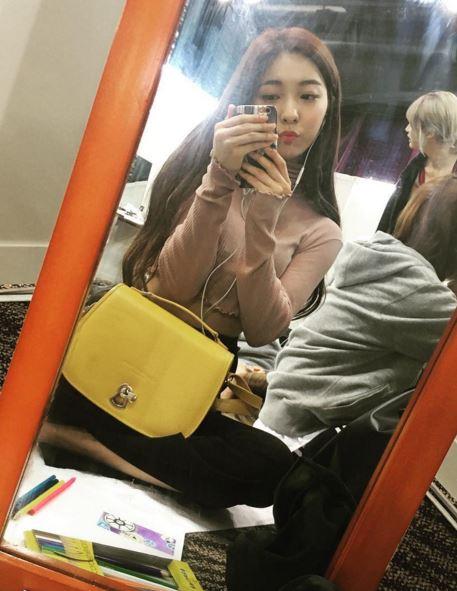 昨天Luna上傳了雙胞胎姐姐朴真憐(音譯)的照片,姐姐的美貌讓網友們都嚇壞了~