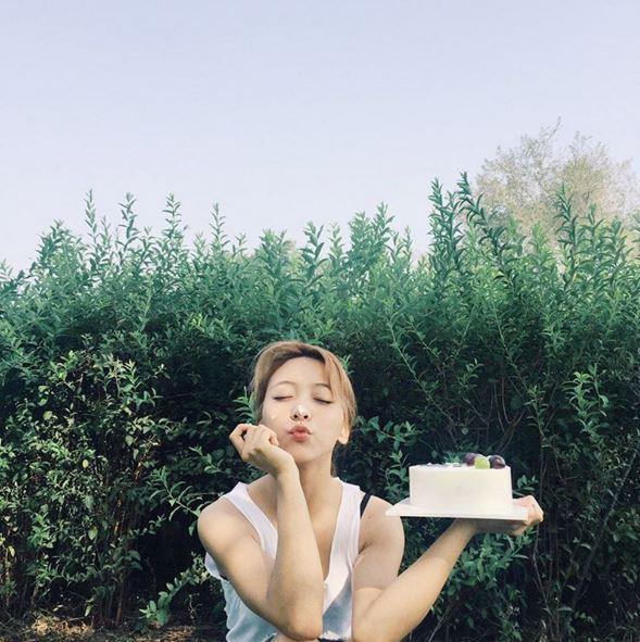 也希望Luna可以多多上傳自己的美照~來跟大家分享囉♡