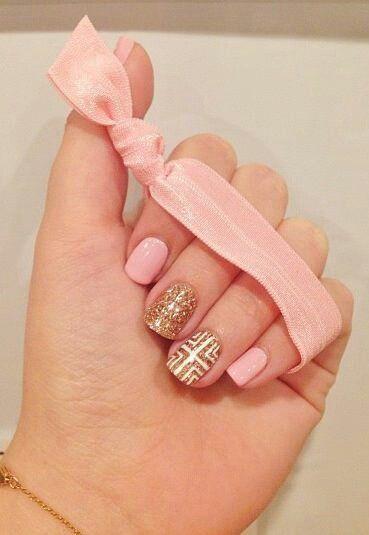 和金色的指甲也很搭配....♥