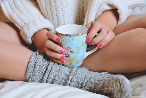 塗上這樣鮮艷的指甲,好似完全可以改變一個人的氣質...溫暖且唯一 :)~