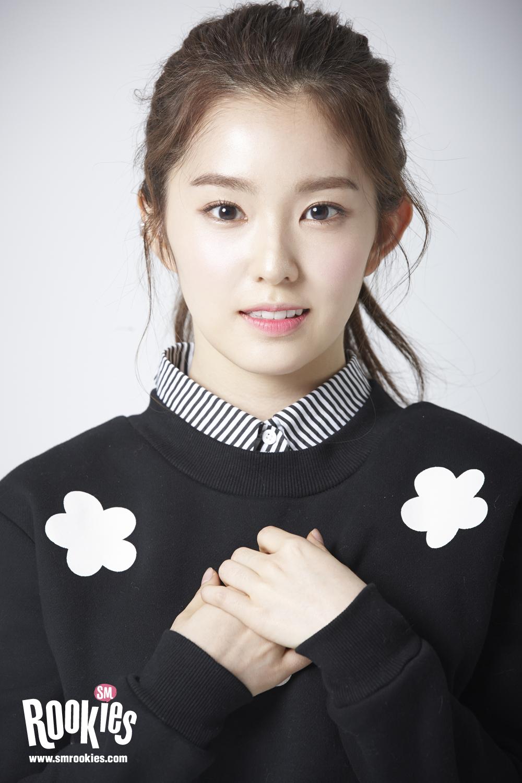 後來Irene加入SM娛樂的新企畫,成為「SM ROOKIES」的一員