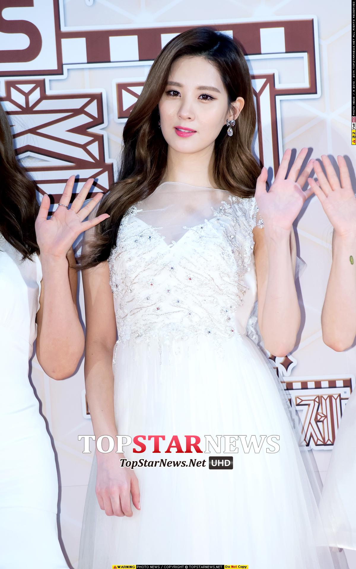 style4:S型斜瀏海 在上月底的歌謠大慶典上,韓星們都紛紛換上了「S 」形斜瀏海。