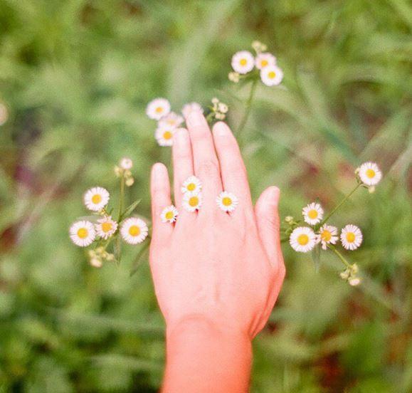 日常生活中,手是最常接觸到外界物質的身體部位 想要有一雙幼咪咪的手,當然要好好的保養它啦~