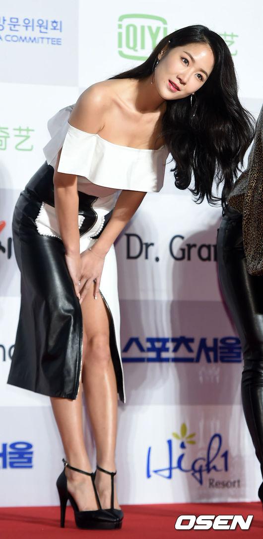 粉絲們看到韶宥露出笑容很開心,但也擔心韶宥是不是因為之前壓力太大而爆瘦(?) 鎖骨也好漂亮啊♥