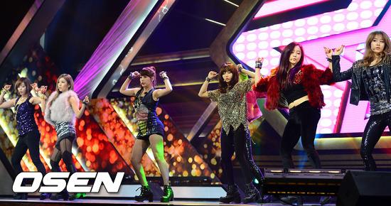 T-ara到底有沒有霸凌,似乎成為羅生門,一開始傳出許多T-ara對前成員花英的霸凌影片,讓輿論一面倒批評T-ara是太妹團,但後來又指出是花英在演戲,但不論誰對誰錯,T-ara在韓國幾乎沒有人氣,好在退而求其次在中國發展還不差~