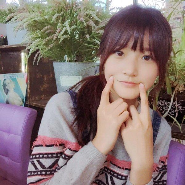 ♥ 金賽綸(김새론)  最後一位 00 Line 女孩就是7月31日出生的金賽綸,2010年透過電影《大叔》獲得韓國電影獎的最佳新人獎項,成為韓國有名的兒童演員。