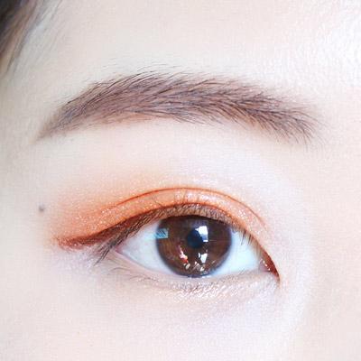 褐色的眼線筆只畫一下眼尾部分~稍微拉長眼尾就好