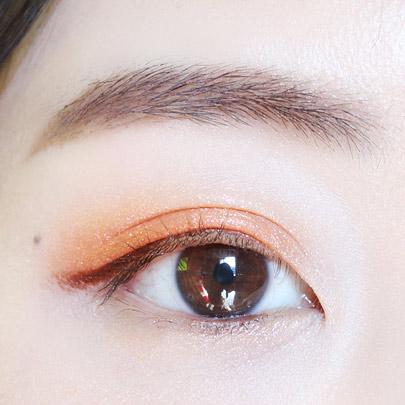 瞳孔下面也畫上褐色眼線~這樣會顯眼大