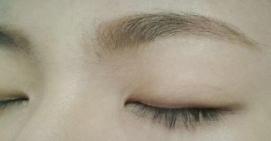 含有的營養成分和保濕成分可幫助肌膚持久不掉妝,堪比一些大牌子的眉筆,上色自然,看上去就像是自己的眉毛一樣那樣自然。