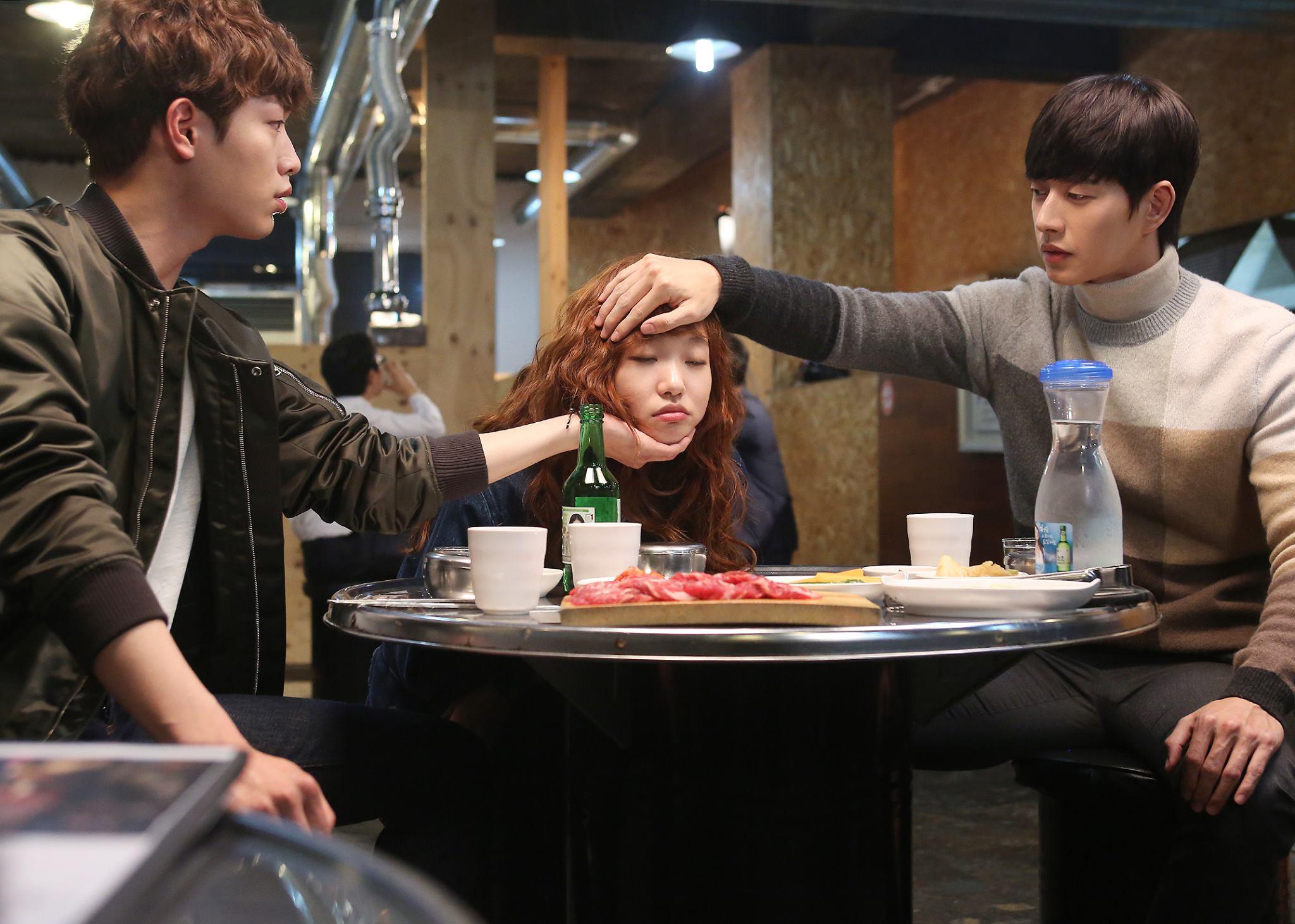 最近在韓國討論度極高的戲劇《捕鼠器裡的奶酪》,花美男演員可說是這部劇的看點之一♥