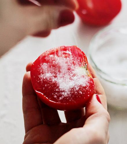直接吃有一點點酸酸,,,! 分成4等分,撒一點點糖,酸酸甜甜最可口!