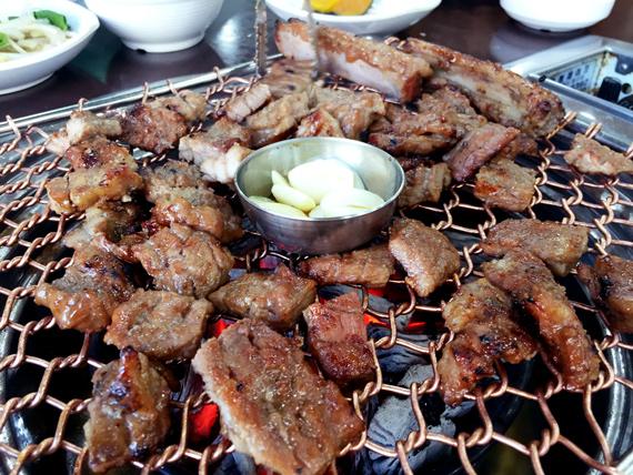 Nope...想要體味真正的肉味,就要先吃肉,吃完後再吃飯!