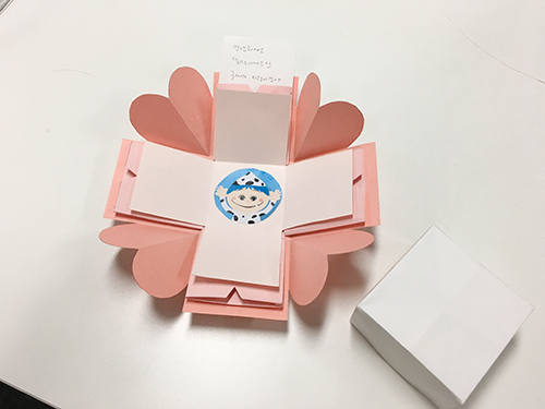 裡面的部分可以再加入一些自己的設計, 讓卡片看起來更豐富
