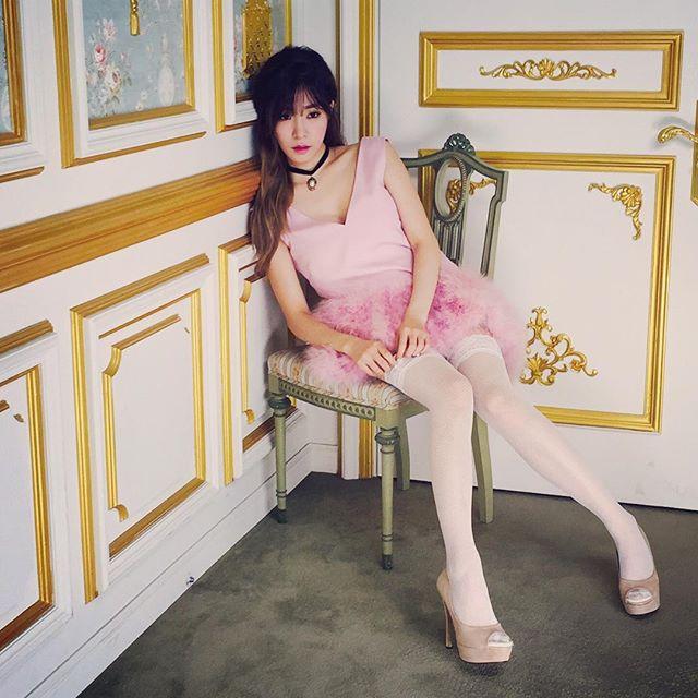OMG~誰還能比她更完美駕馭粉紅色呀~