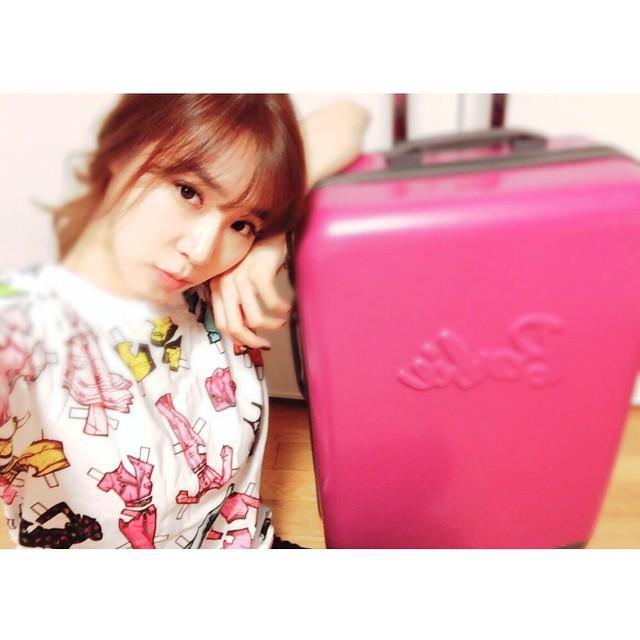 4. 粉紅行李箱